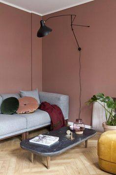 Varm atmosfære med lune farger som gir karakter til den lille leiligheten. Decor, Interior, Home Decor Bedroom, Affordable Home Decor, Home Decor, House Interior, Home Interior Design, Living Decor, French Home Decor