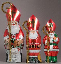 Turn chocolate Santas into St. Nicholas! Great Catholic Advent craft to teach your children about St. Nicholas!  #Catholic #Advent #craft