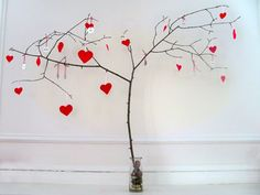 Handcrafted Valentine's Day Decorations add a special touch to your home for Valentine's Day. Handcrafted Valentine's Day Decorations express your affection. Valentine Tree, Saint Valentine, Valentine Day Crafts, Happy Valentines Day, Holiday Crafts, Holiday Fun, Holiday Tree, Valentine Ideas, Family Holiday