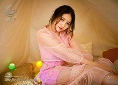 #여자친구 #GFRIEND #The_6th_Mini_Album #Time_for_the_moon_night  <#4. Concept Photo - #Sowon>  2018.04.30 18:00PM https://t.co/DjvicUOkiU
