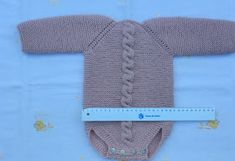 Blog Abuela Encarna Baby Boy Knitting Patterns, Knitting For Kids, Baby Patterns, Baby Romper Pattern Free, Editor Of Vogue, Diy Crafts Knitting, Vogue Knitting, How To Purl Knit, Crochet Baby