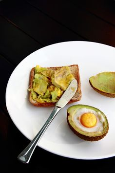 { Little Accidents in the Kitchen }: Baked eggs in avocado