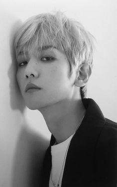 Baekhyun for Lined Magazine Exo Ot12, Baekhyun Chanyeol, Chanbaek, Park Chanyeol, Chen, Exo Lockscreen, Kim Minseok, Exo Korean, Exo Memes