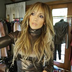 Thanks to hairstylist Chris Appleton, the celebrity now has a set of super long bangs with her signature beachy waves. # Hairstyles with bangs Jennifer Lopez's New Haircut Is Perfect for Anyone Who's Scared of Cutting Bangs How To Cut Bangs, Long Hair With Bangs, Wavy Hair, Long Layers With Bangs, Long Hairstyles With Bangs, Hair Bangs, Celebrity Long Hairstyles, Fringe With Long Hair, Full Fringe Hairstyles