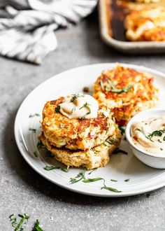 Lump Crab Cake Recipe: The BEST lump crab cakes! FULL of lump crab, just enough filler to hold the cakes together, and Old bay, lemon, and dijon! Fish Recipes, Seafood Recipes, Cake Recipes, Cooking Recipes, Appetizer Recipes, Appetizers, Crab Cake Calories, Crab Cake Sauce, Mini Crab Cakes