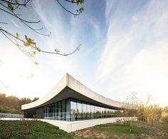 Fluid Angles: Casa Cabo de Vila by Spaceworkers Arquitectura/Design | Yatzer