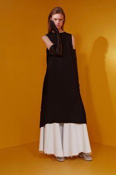 http://www.vogue.com/fashion-shows/resort-2017/mm6-maison-martin-margiela/slideshow/collection