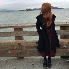 Citlali O'Hara hat ein Foto des gekauften Artikels hinzugefügt Black Linen Pants, Linen Pants Women, Winter Skirt, Winter Dresses, Winter Cape, Dress Winter, Maxi Floral, Wine Red Dress, Baggy Pants