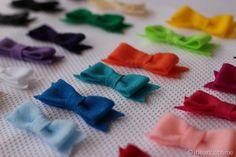 Felt Bow {tutorial} - I Heart Nap Time. No sew bow tutorial. Very easy, super cute! Baby Crafts, Felt Crafts, Crafts For Kids, Felt Bow Tutorial, Flower Tutorial, Diy Tutorial, Craft Projects, Sewing Projects, Do It Yourself Fashion