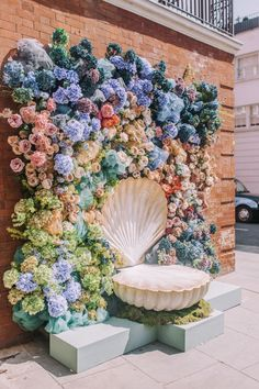 Chelsea Flower Week Floral Installations 2019 in 2020 Spring Wedding Flowers, Rustic Wedding Flowers, Wildflowers Wedding, Summer Wedding, Wedding Week, Flower Wall Backdrop, Wall Backdrops, Photo Backdrops, Chelsea Flower