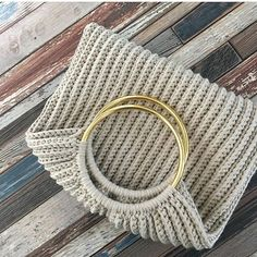 Marvelous Crochet A Shell Stitch Purse Bag Ideas. Wonderful Crochet A Shell Stitch Purse Bag Ideas. Crochet Diy, Crochet Tote, Crochet Handbags, Crochet Purses, Tote Pattern, Purse Patterns, Crochet Shell Stitch, Macrame Bag, Bag Patterns