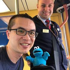Vandaag ontmoette ik @liuchiaen in de #trein van #Alkmaar naar #Uitgeest tijdens mijn dienst. Hij wilde graag op de #foto met mij en @hc_thomas_haarlem. Ik hoop dat hij de volgende keer #koekjes meeneemt. . . Today i met Joshua Liu in the #train between Alkmaar and Uitgeest. He asked me to make a #selfie with him and #trainmanager #Thomas. Of course we made one. Now i hope the next time he will bring me #cookies. . . #Sprinter #sprinternaaruitgeest #hoofdconducteur #vreetzak #NS #Treinleven…