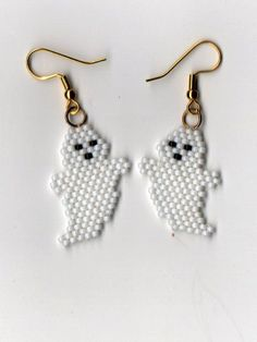 Just in time for Halloween, beaded ghost. These earrings are made using size 11 glass seed beads in white and come with gold plated surgical steel