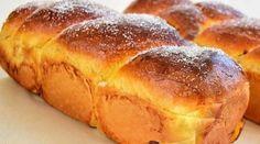 Majoritatea gospodinelor se plang adesea ca li se crapa cozonacii in timpul tratamentului termic. Iata cateva sfaturi utile si interesante, pentru a nu se mai crapa cozonacii: 1. Nu puneti drojdie prea multa, chiar daca pe pachetul Romanian Food, Bread Baking, Hot Dog Buns, Baked Goods, Sweet Recipes, Banana Bread, Bakery, Sweets, Sweet Dreams