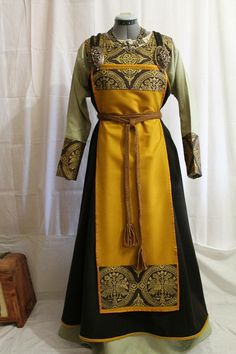 by echkbet Norna's Mystery. by echkbet The post Norna's Mystery. by echkbet appeared first on Kleidung ideen. Medieval Party, Medieval Costume, Medieval Dress, Viking Garb, Viking Dress, Norse Clothing, Medieval Clothing, Historical Costume, Historical Clothing