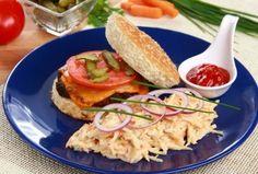 Preparaţi chiar de tine, delicioşii hamburgeri cu carne şi salată coleslaw vor fi mult mai savuroşi şi sănătoşi decât cei din comerţ!