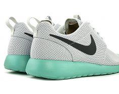 Nike Roshe Run.... Mi yuli @jcarozunigaj mira mira... Increibles jeje...