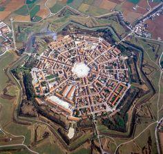 De circulaire Italiaanse vestingstad Palmanova.