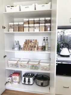 Perfectly Kitchen Storage And Organization Designs – Small Flash Kitchen Organization Pantry, Home Organisation, Kitchen Pantry, Ikea Pantry Storage, Pantry Cabinets, Wall Cabinets, Family Kitchen, Island Kitchen, Kitchen Cabinetry