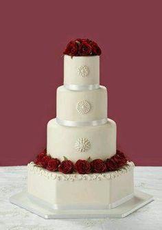 Top 5 most beautiful wedding cakes 4 Tier Wedding Cake, Wedding Cake Bakery, Round Wedding Cakes, Wedding Cake Photos, White Wedding Cakes, Beautiful Wedding Cakes, Gorgeous Cakes, Amazing Cakes, Dream Wedding