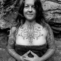 Decorative Chest Piece by Watsun Atkinsun (via IG-watsunatkinsun) Finger Tattoos, Body Art Tattoos, Hand Tattoos, Wolf Tattoos, Simbolos Tattoo, Tattoo Now, Chest Piece Tattoos, Chest Tattoos For Women, Tribal Henna Designs