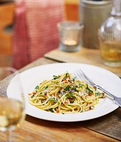 An easy pasta starter recipe made with white crabmeat, chilli and wine.