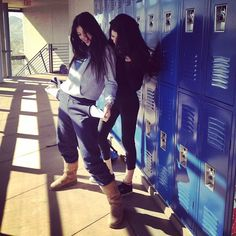 (She really did love those Ugg boots. Kylie Jenner Friends, Kylie Jenner Snapchat, Kylie Jenner News, Kylie Jenner Instagram, Kylie Jenner Pictures, Kardashian Jenner, Kendall Jenner, Old Celebrities, Celebs