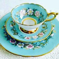 "Vintage Royal Stafford ""Garland"" Blue Cup and Saucer Tea Cup Set, My Cup Of Tea, Tea Cup Saucer, Antique Tea Cups, Vintage Cups, Vintage China, Tea Sets Vintage, Vintage Party, Café Chocolate"