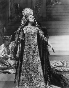 Joan Sutherland as Esclarmonde in Escalrmonde (Massenet) | MET, 1976. #opera #costume