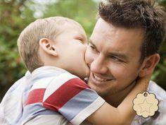 Carinho, um abraço de pai e filho.