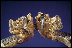 Penannular brooch with animal-headed end knobs - Bronze, silver -  Detail animal heads