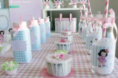 Details and cupcakes for this vintage kitchen themed party