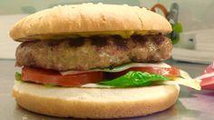 Hamburger di maiale e pancetta da 150gr con pomodoro,insalata,formaggio,maionese,bbq.