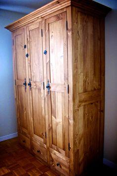 Armoire en Pin 3 Portes 9 Tiroirs finition huile Prato-Verde fabriquée par La Boite à Pin laboiteapin.com