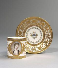 Sèvres Gobelet litron et sa soucoupe en porcelaine dure, XVIIIe siècle, vers 1775