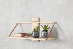 Wood wall hylle, Eik - designerhome.no Wood Wall Shelf, Wall Shelves Design, Small Furniture, Furniture Design, Danish Design, Home Interior, Solid Oak, Floating Shelves, Woods
