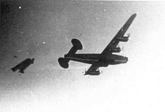 The final seconds of this liberator as the wing is blown off either by flak or the result of enemy fire. Ww2 Aircraft, Military Aircraft, History Online, Ww2 Planes, Prisoners Of War, Military History, Military Photos, World War Ii, Luftwaffe