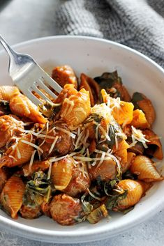 The whole family will love this easy one pot sausage pasta - 30 minutes from start to finish and everything (including the pasta) is cooked in one pot! Sausage Recipes For Dinner, Easy Dinner Recipes, Pasta Recipes, Cooking Recipes, Noodle Recipes, Easy Dinners, Cooking Ideas, Sausage Pasta