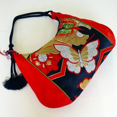 Shop for hobo bag on Etsy, the place to express your creativity through the buying and selling of handmade and vintage goods. Handmade Clutch, Handmade Bags, Japan Bag, Kimono Fabric, Diy Purse, Patchwork Bags, Fashion Sewing, Japanese Kimono, Cute Bags