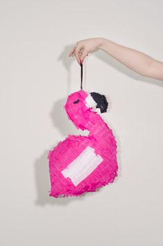A step-by-step tutorial on how to make a Flamingo Piñata. Rainy Day Crafts, Flamingo Party, Mad Hatter Tea, Cardboard Crafts, 50th Birthday Party, Dinosaur Party, Paper Mache, Unique Vintage, Party Time