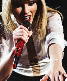 """Taylor Swift singing """"Holy Ground"""" at the Red Tour Live Taylor, Taylor Alison Swift, Swift 3, Red Tour, Queen, Singer, Long Live, Heroines, Celebs"""