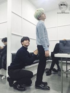 Hoseok literally tapping dat as*