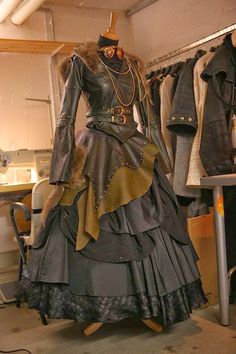 Steampunk Starshooter Dress https://twitter.com/Steampunk_T/status/449693546975465472 Check out our community : https://plus.google.com/u/0/...