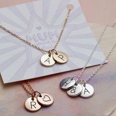 Personalisierte Halskette mit drei runden Anhängern