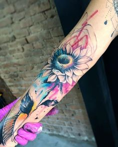 Watercolor Tattoos Will Turn Your Body into a Living Canvas - abstract sunflower watercolor tattoo © tattoo artist Jessica Damasceno ❤🌻❤🌻❤🌻❤ - Watercolor Sunflower Tattoo, Watercolor Tattoo Sleeve, Sunflower Tattoo Sleeve, Sunflower Tattoo Small, Sunflower Tattoos, Abstract Watercolor, Cute Hand Tattoos, Best Sleeve Tattoos, Unique Tattoos