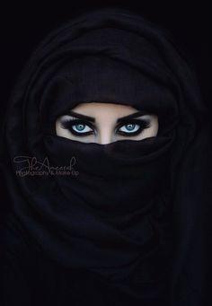 Woman Beautiful Eyes In Hijab Wallpapers Arabian Eyes, Arabian Beauty, Most Beautiful Eyes, Beautiful Hijab, Muslim Beauty, Eye Pictures, Beautiful Muslim Women, Eye Photography, Violin Photography