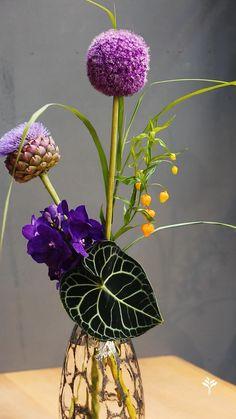 Creative Flower Arrangements, Ikebana Flower Arrangement, Church Flower Arrangements, Ikebana Arrangements, Beautiful Flower Arrangements, Floral Arrangements, Beautiful Flowers, Flower Bouquet Diy, Floral Bouquets