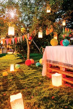 Garden party: how to decorate the garden? Garden Party Decorations, Garden Parties, Festival Decorations, Wedding Decorations, Wedding Themes, Festival Garden Party, Festival Themed Party, Hippie Party, 18th Birthday Party