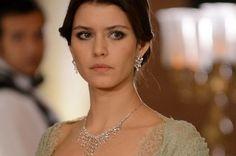 Başrollerinde Beren Saat, Mert Fırat ve Yiğit Özşener'in yer aldığı Amerika'da gösterilen 'Revenge' dizisinden uyarlanan 'İntikam' ekrana veda ediyor...