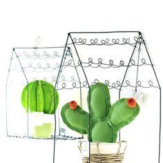 Vi presentiamo una novità ! Le casette in fil di ferro disegnate e realizzate artigianalmente da @alisanna.ceramiche # movea# cactus#succulent#piantegrasse#plant #casette#home#homesweethome #homedecor #decor# arredamento #design #decocasa#decoration